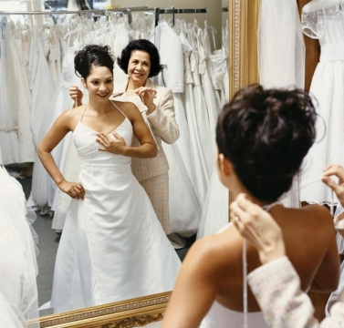 Helping Your Daughter Choose a Wedding Dress Picture